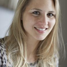 Louise-Marie Hubert est associée à L décoration internationale. Consultante en art, comédienne et réalisatrice dans le cinéma, elle chasse les artistes et réalise des créations exclusives pour le cabinet d'études