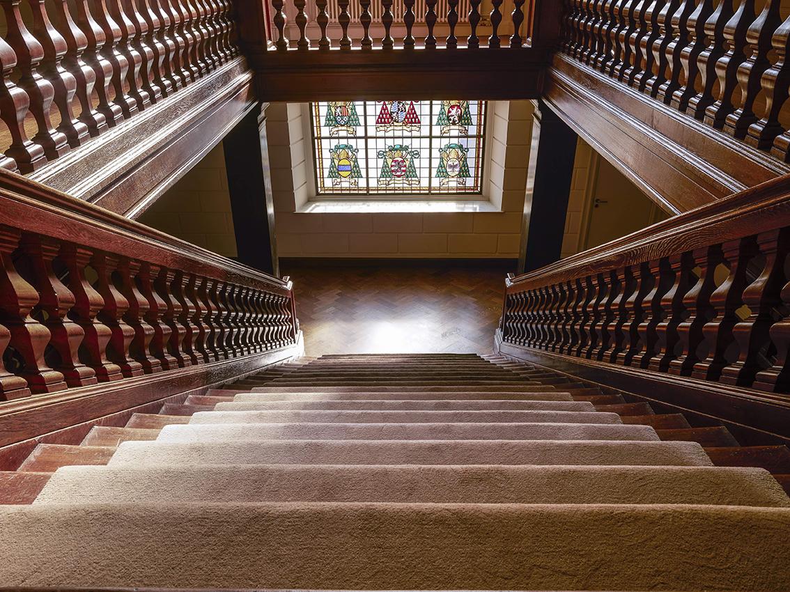 Tapis-d-escalier-sur-mesure-Pallier-des-princes