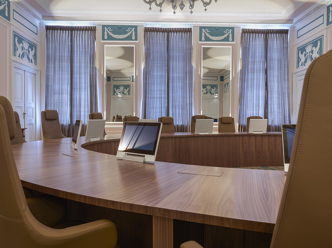 table-de-réunion-sur-mesure
